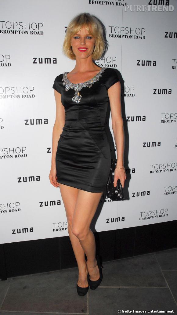 Eva Herzigova, sublime en noir