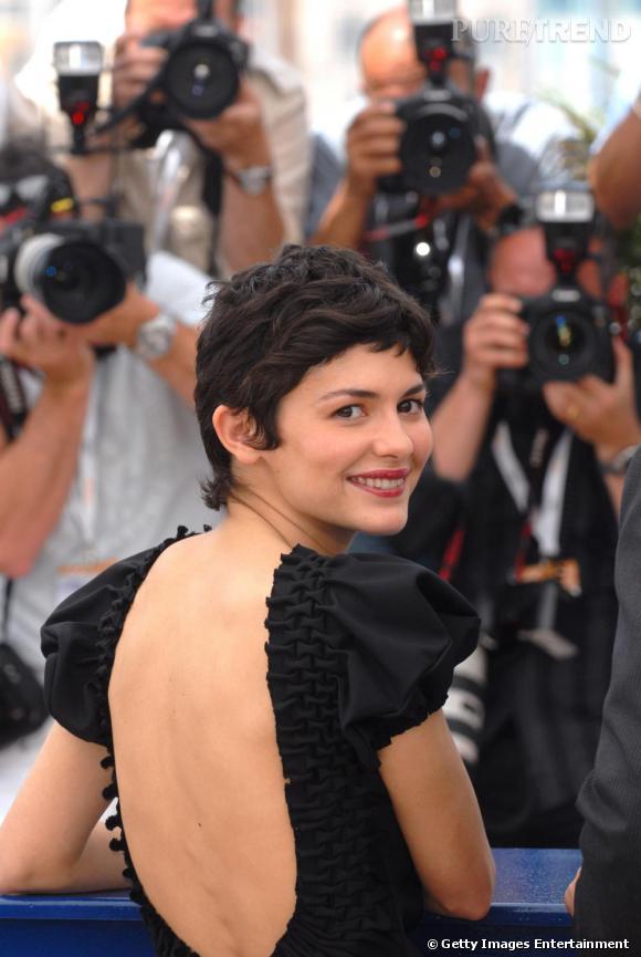 Une Audrey Tautou très souriante en robe David Szeto.