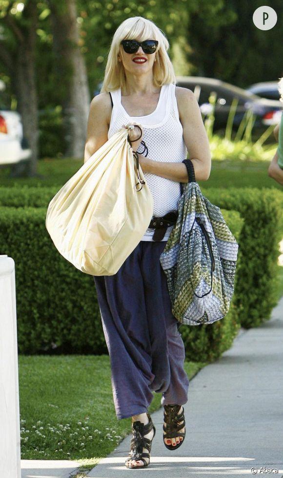 Un look décontracté pour Gwen Stefani dans les rues de Beverly Hills pour le Memorial Day.