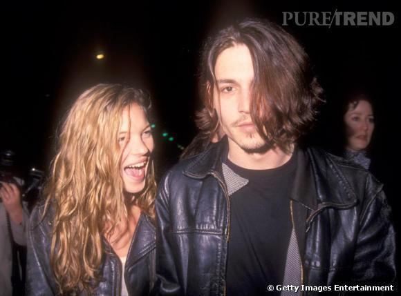 1989 : Kate cultive une allure rock'n roll, crinière follement ondulée devant les yeux. Un look parfaitement assorti à son boyfriend de l'époque Johnny Depp.