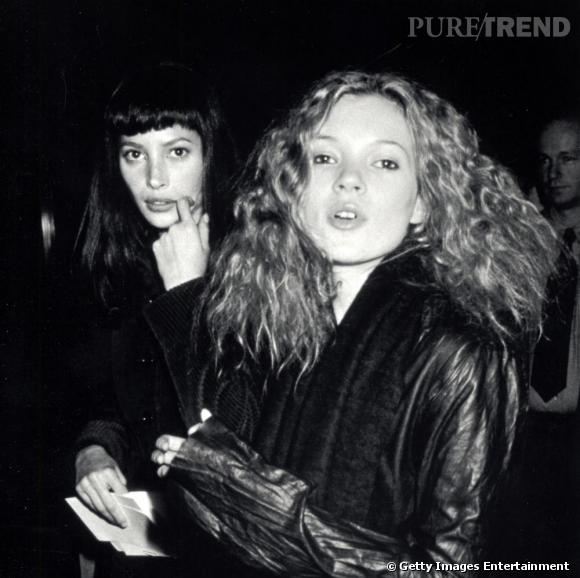 1993 : aux côtés de Christy Turlington, Kate s'offre une coiffure champêtre insolemment gonflée.