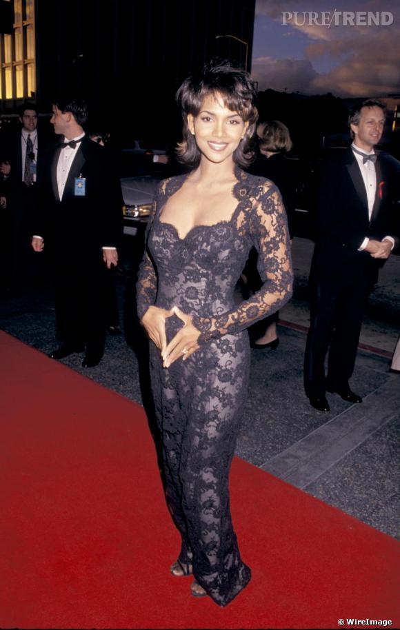 Halle Berry aime la dentelle et en fait même une overdose en 1995.