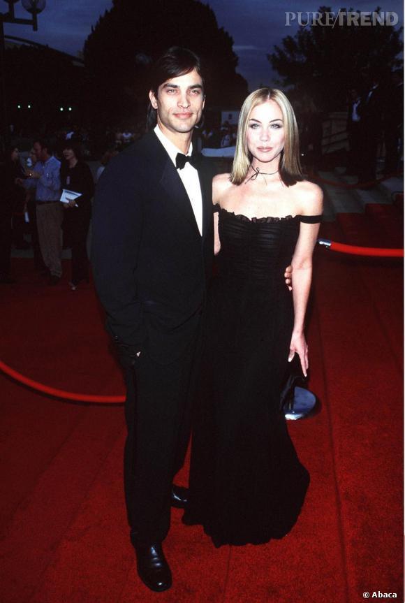 L'embellie était de courte durée et en 1998 la belle renoue avec son côté dark.