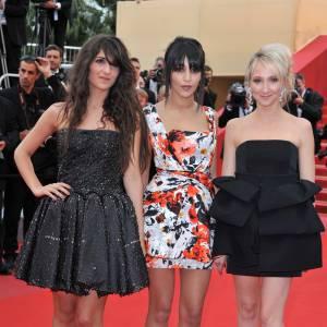 Pour monter les marches du festival de Cannes 2010, ici aux côtés d'Audrey Lamy, Géraldine en robe Azzadine Alaia et Leïla en robe Balenciaga, affichent leur goût pour les créateurs pointus.