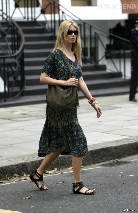 Une robe bohème qui aurait pu faire son effet si Claudia Schiffer l'avait choisie à sa taille !