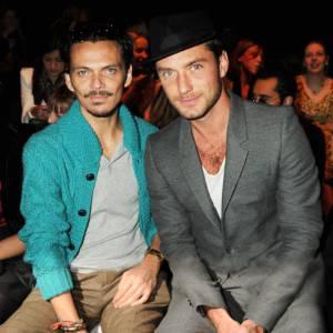 Matthew Williamson et Jude Law, front row au défilé Twenty8Twelve.