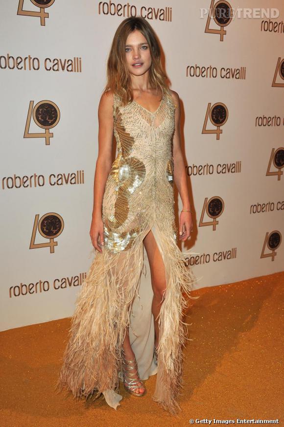 Natalia Vodianova osait la robe à plumes.
