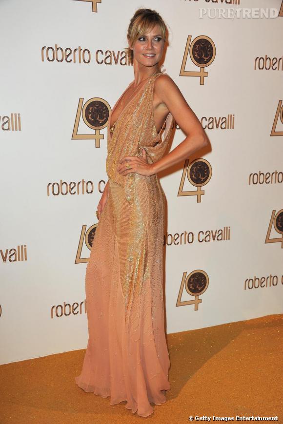 Heidi Klum en robe glitter Roberto Cavalli.