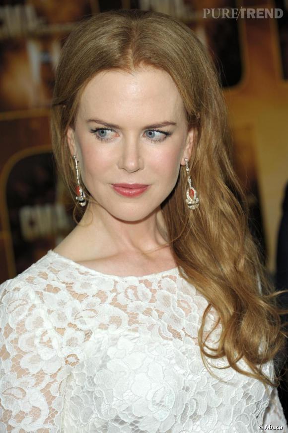 Nicole Kidman s'était légèrement poudré le visage et avait subtilement coloré ses lèvres d'un rose discret.