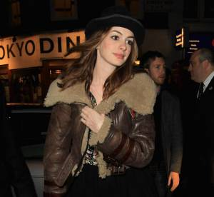 Anne Hathaway : son look aviator... A shopper !