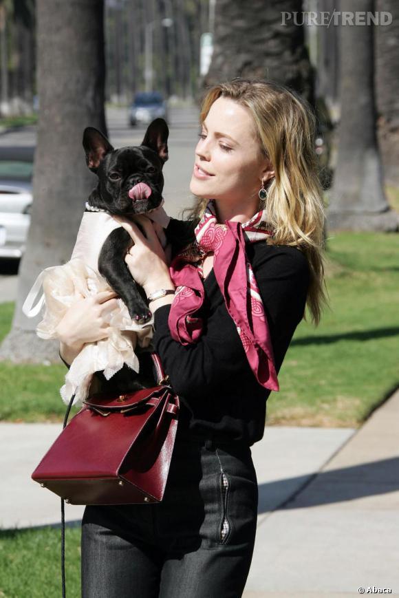Melissa George a habillé son bulldog en Michelle Obama ! Qui du chien ou du maitre est le plus coquet ?