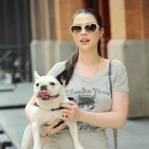 Michelle Trachtenberg ne ressemble pas vraiment à un bulldog... Pourtant quand on les voit côte à côte, on voit poindre un air de famille. Sans doute à cause du groin - pardon - nez.