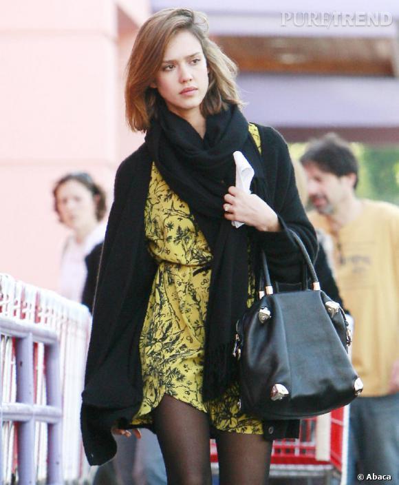Jessica Alba, trendy et sexy dans les rues de Los Angeles.