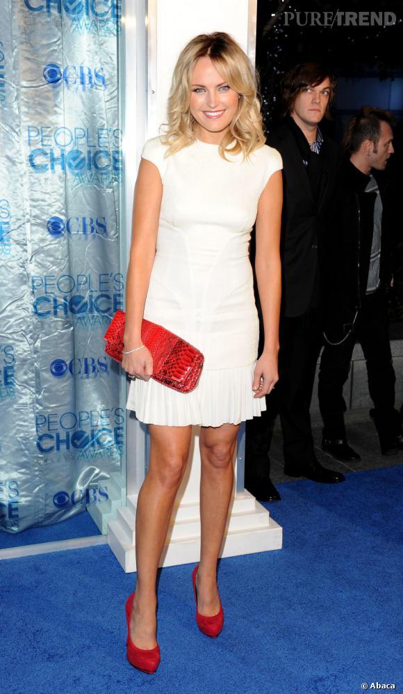 Robe de mariee blanche chaussure rouge