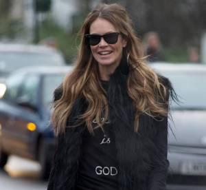 Elle Macpherson : un hiver en mini cuir... A shopper !