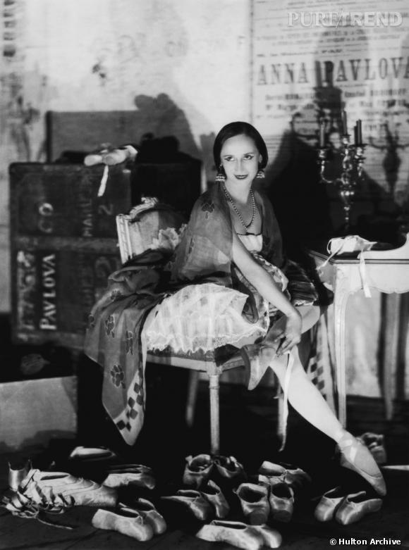 Véritable mythe de la danse classique, la russe Anna Pavlova et sa collection impressionnante de pointes.