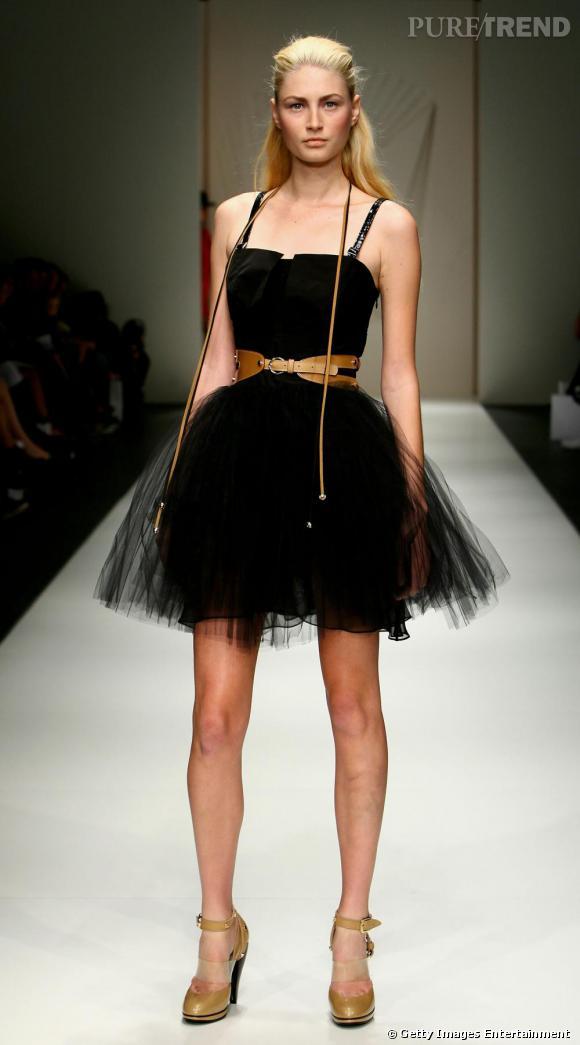 Sur les silhouettes de la marque Ginger & Smart, le tutu se fait séducteur en noir et plein de volume.