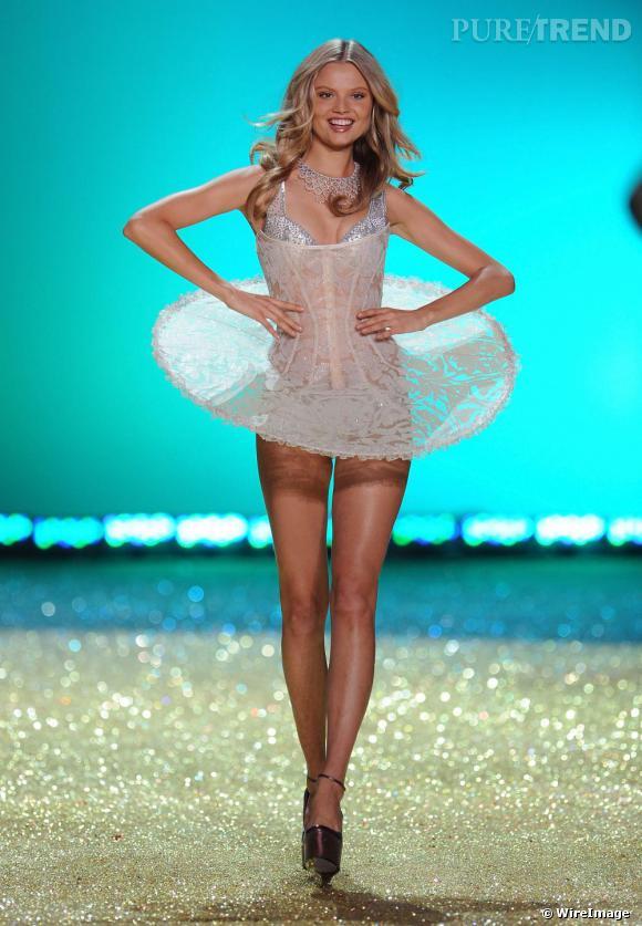 Chez Victoria's Secret les Anges se rêvent étoile avec des tutus à cerclettes exagérés.