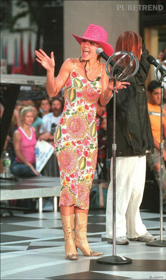 Pour un show en 2000, elle joue les Américaines pure souche, à grand renfort de chapeau texan, pas vraiment bête de scène.