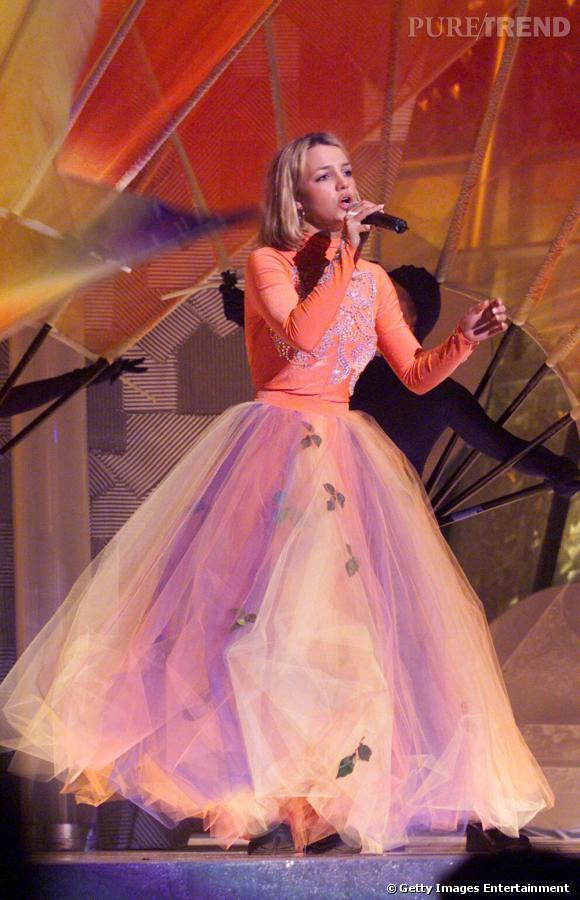 Pour les 42e Grammy Awards en 2000, la chanteuse joue les princesses.