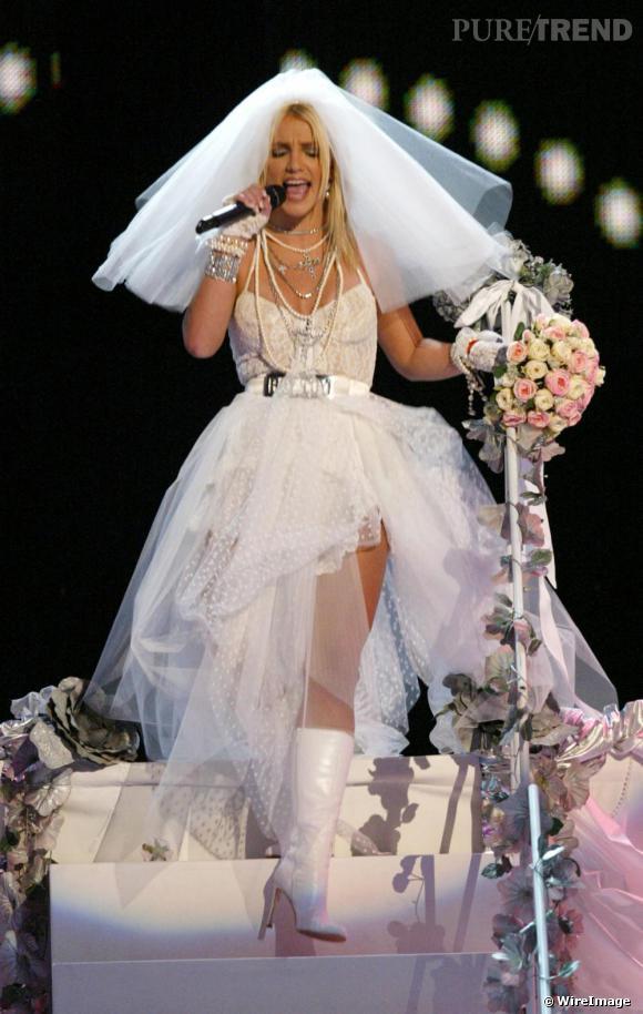 Depuis 2001, Britney tente de s'offrir une image un peu plus sulfureuse qu'à ces débuts. Allant crescendo, en 2003 lors des MTV Video Music Awards, la chanteuse apparait en robe de mariée et embrasse Madonna.