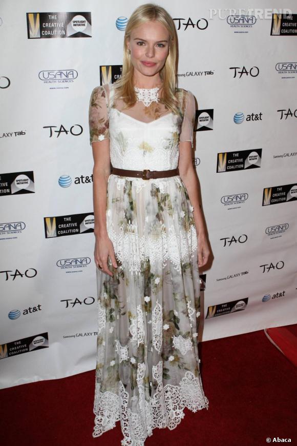 Une véritable erreur de parcours pour Kate, tassée dans cette robe longue.