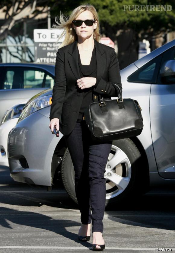 Reese Whitherspoon, un look simple mais chic, dans les rues de Los Angeles.