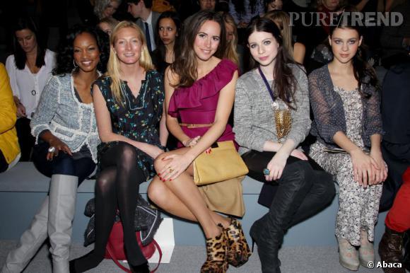 De gauche à droite : Garcelle Beauvais, Maggie Rizer, Louise Roe, Michelle Trachtenberg et Nicola Peltz, au défilé Tebecca Taylor.