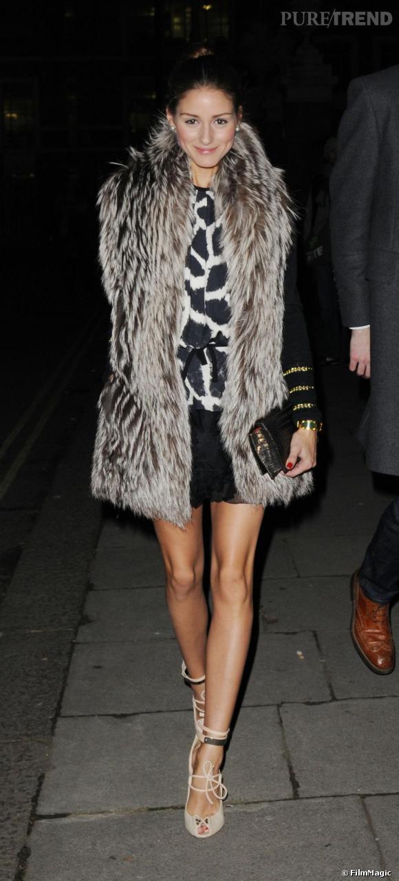 Aperçue à la sortie de la soirée Get A Life Palladium, Olivia opte pour sa marque fétiche Giambattista Valli, avec une robe Croisière 2011, qu'elle associe à une veste manches longues et un gilet fourrure. Aux pieds, d'élégantes sandales, Giambattista Valli elles aussi.