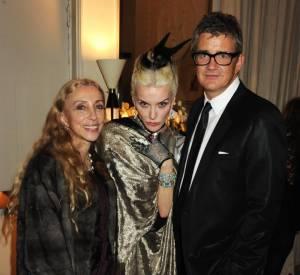 De gauche à droite : Franca Sozzani, éditeur en chef du Vogue italien, Daphné Guinness artiste et héritière des bières Guinness et le galeriste Jay Jopling.