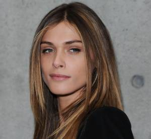 Elisa Sednaoui : son look de séductrice masculine... À shopper !
