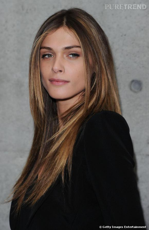 Elisa Sednaoui assiste au défilé Giorgio Armani, durant la Fashion Week de Milan.