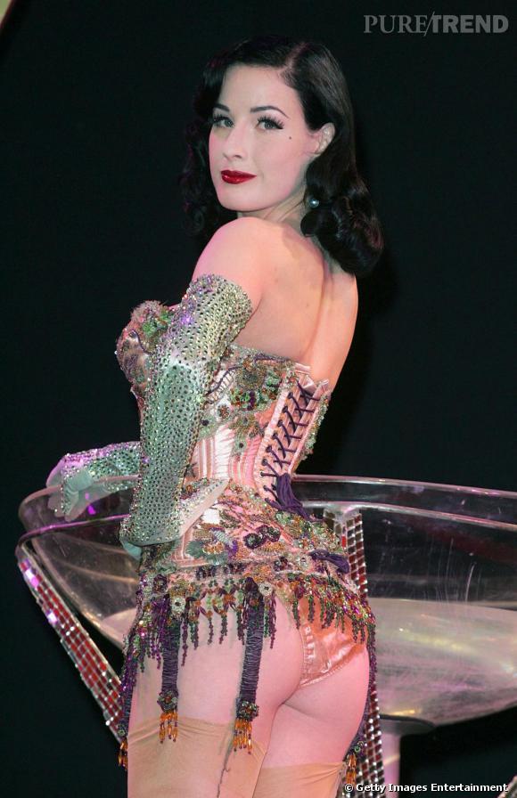 Strass, perles, paillettes, la lingerie de Dita tient presque de la haute couture.