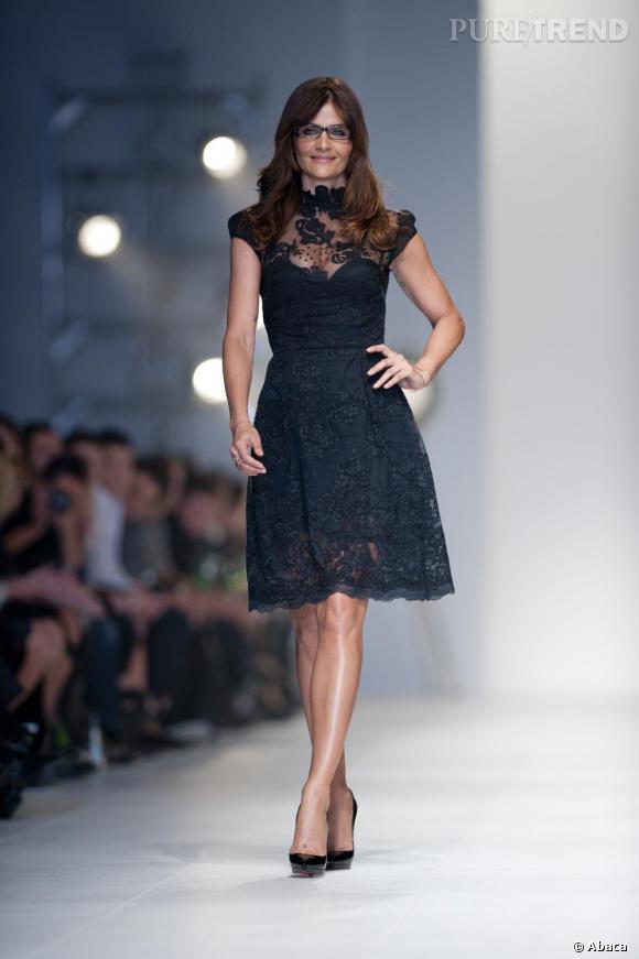 e9125f6ab5c Petite robe en dentelle avec jeu de transparence - Puretrend