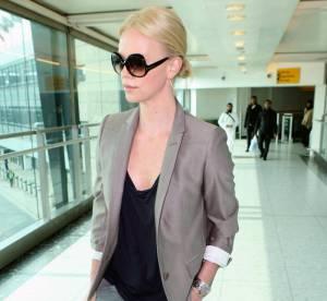 Charlize Theron, sexy en un clin d'oeil... À shopper !