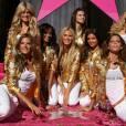 Les anges de Victoria's Secret en 2007, pour leurs performances aux défilés, ont eu droit à leur étoile. Tendance gold bling-bling pour l'occasion.