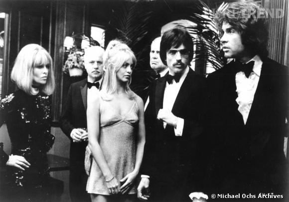"""Goldie Hawn et Warren Beatty méconnaissables dans """"Shampoo"""" qui remporte un Oscar en 1975."""