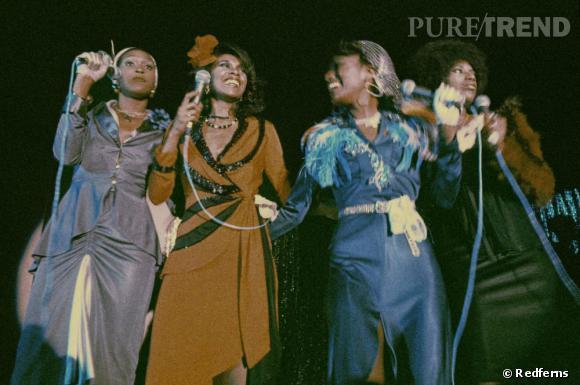 Le quatuor des Pointer Sisters en 1973 en tenue disco et coupe afro.