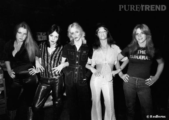 Puisant leur style dans l'univers punk et glam rock de Bowie, les Runaways révolutionnent le genre des groupes de femmes à la fin des années 70.