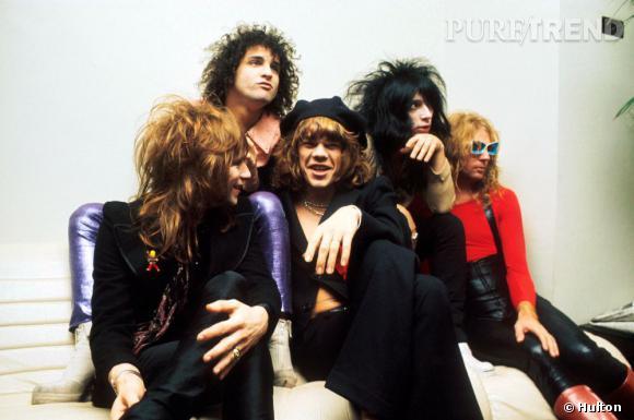 Les New York Dolls, groupe punk américain, ouvrent en 1971 la voie aux Ramones ou à Blondie.