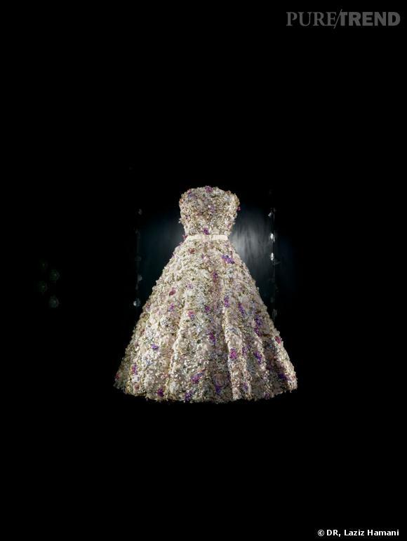 Robe Miss Dior, rebrodée de milles fleurs par Barbier, Printemps-Eté 1949. Dior Héritage, Paris.