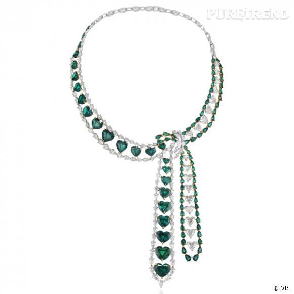 """Collier """"Heart Emerald"""", Chopard  Une pièce tout juste sortie des ateliers Chopard, pour fouler le red carpet en mode luxe et volupté. Collier en or blanc, diamants et émeraudes."""