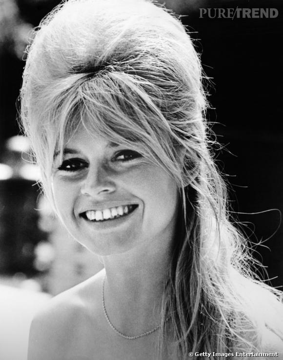 Comment on se coiffait dans les années 60 ?     Nom :  Brigitte Bardot      Coiffure :  le crépage pour donner du volume à la coiffure.