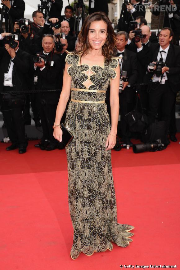 Cannes 2011 : Élodie Bouchez porte une robe stratégiquement découpée et des boucles d'oreilles Narciso en or rose et quartz fumé ainsi qu'un bracelet en or rose et diamants bruns de la collection Tango de Pomellato.