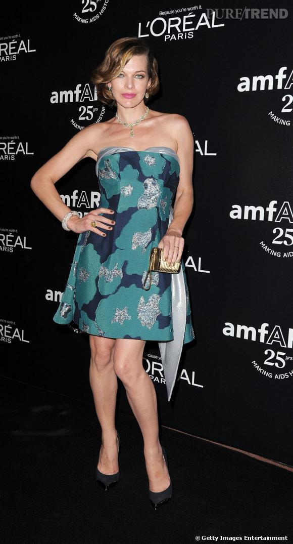 Milla Jovovich semble un peu affadie dans cette robe imprimée.