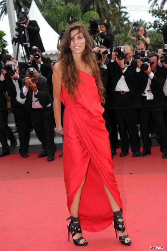 """Maïwenn lors de la montée des marches du film """"Les Bien Aimés"""", à Cannes."""