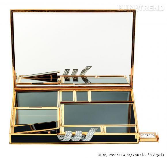 """Minaudière """"Volutes"""", 1935       Or jaune, laque noire, et diamants.   Collection Van Cleef & Arpels"""