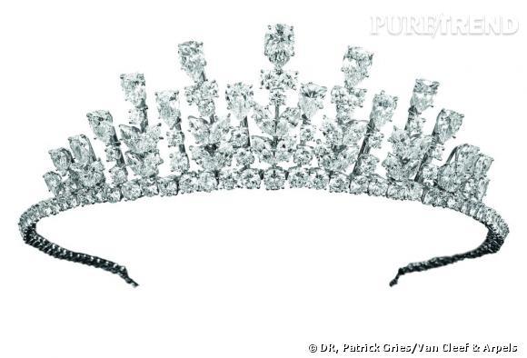 Tiare portée par la princesse Grace de Monaco, 1976       Or, platine et diamants.   Collection Van Cleef & Arpels