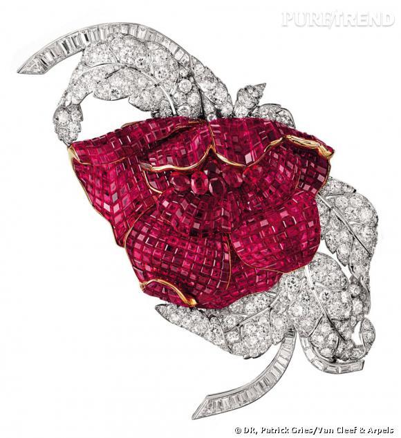 Broche Pivoine, 1937       Or, platine, diamants, serti mystérieux de rubis.   Collection Van Cleef & Arpels