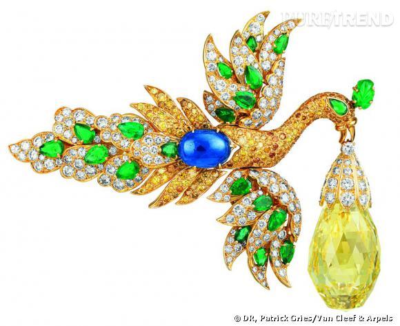Broche/pendentif oiseau et diamant briolette ayant appartenu à Ganna Walska, 1971.       Or jaune, saphirs, diamants (briolette 95 carats), et diamants blancs.   Collection privée.
